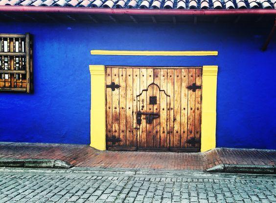 """#LaFotoDelDía #Bogotá #Candelaria """"Tras Las Puertas"""""""