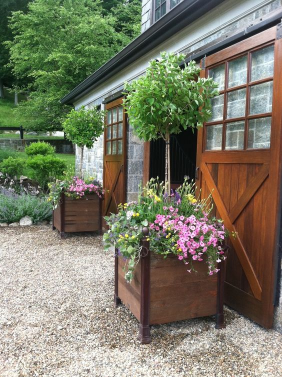 Planters summer and sliding doors on pinterest for Garden design versailles