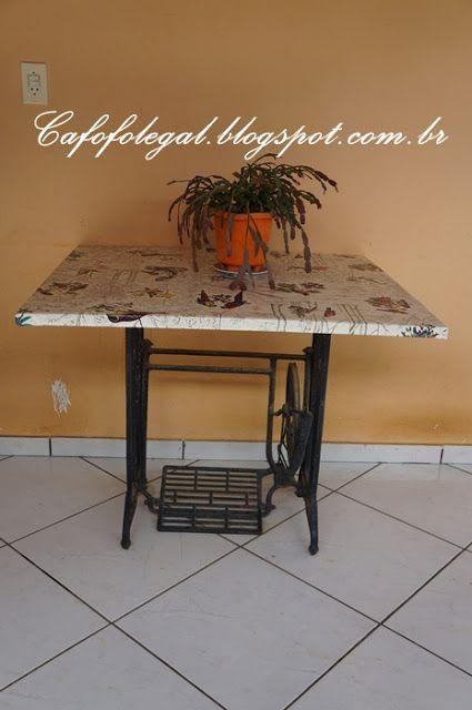 Mesa feita com pé-de-máquina... - Cafofo legal