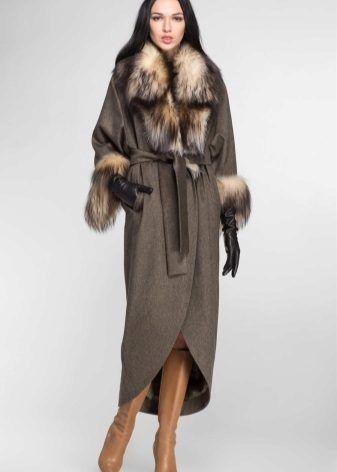 Зимнее пальто с меховым воротником (306 фото): женское кожаное пальто, шерстяное, драповое, с капюшоном, модели пальто