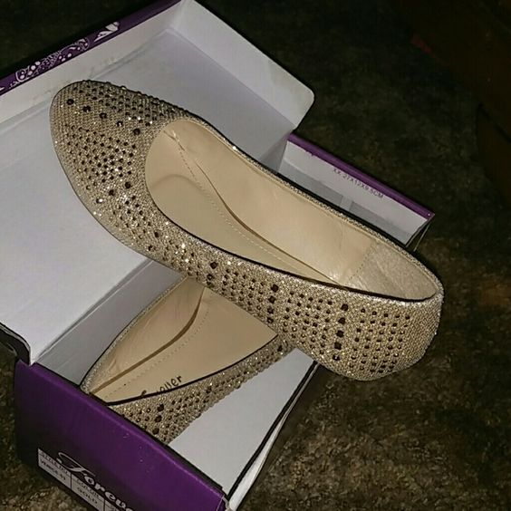 flats very cute Gold flats brand new Forever 21 Shoes Flats & Loafers