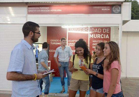 La Escuela de Turismo de la Universidad de Murcia informa sobre su oferta formativa en el recinto de Los Huertos,  http://www.murcia.com/noticias/2014/09/11-la-escuela-de-turismo-de-la-universidad-de-murcia-informa-sobre-su-oferta-formativa-en-el-recinto-de-los-huertos.asp