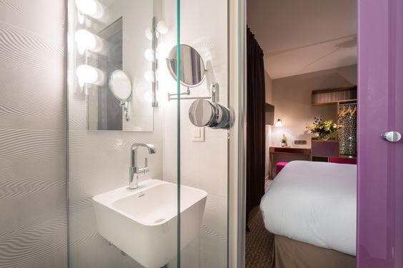 Hotel La Parizienne - Chambre Radieuse Rose, salle de bain #paris #hotel by Elegancia Hotels