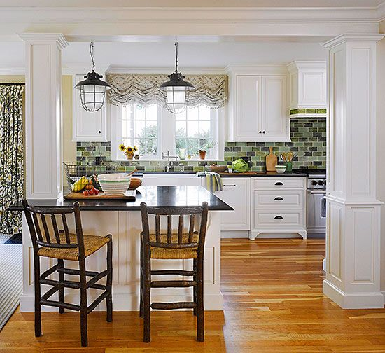 White cottage kitchen ideas cabinets islands and the for Cottage kitchen island ideas