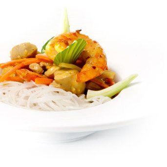 Heerlijke exotische curry met paksoi, gamba's, kippendijen en op smaak gebracht met Original Spices Curry Madras.