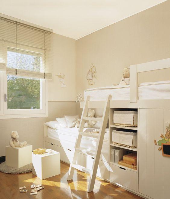 Litera en forma de tren, muy práctica para habitaciones alargadas y no tan agobiante: