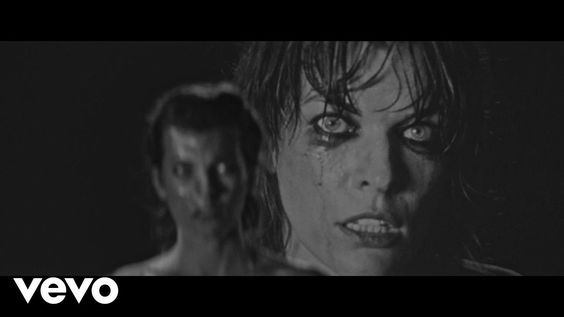 SOHN - Signal. O desespero dentro (visceral, descabelado) e fora (contido, elegante) (Desperation from inside (visceral, tousled) and outside (restrained, elegant)) (dir.: Mila Jovovich) (09/09)