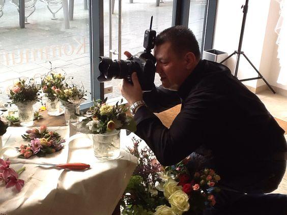Fotoshootings finden oft in unserem Schaufenster mit Fotograf Detlef Jendretzki statt