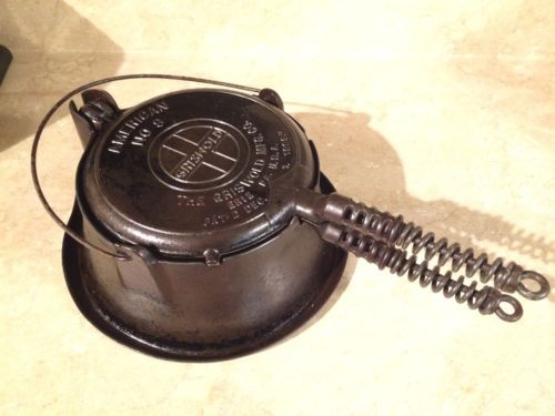 Vintage-Griswold-American-No-8-Cast-Iron-Waffle-Maker-with-High-Base-1908