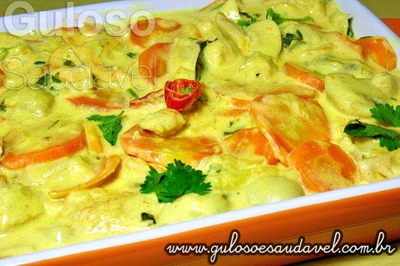 Quer um #almoço incrementado e econômico? A dica é Fricassé de Frango Light, é delicioso e muito fácil!  #Receita aqui: http://www.gulosoesaudavel.com.br/2013/06/04/fricasse-frango-light/