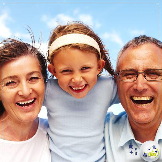 """Talvez uma das primeiras lições das aulas de inglês seja em relação aos nomes dos relatives, então, aprendemos que """"grandmother"""" quer dizer """"avó"""" e """"grandfather"""", avô, certo?   Agora uma curiosidade sobre a data: nos Estados Unidos, por exemplo, o dia dos avós é sempre comemorado no primeiro domingo do mês de setembro após o """"Labor Day"""".  De qualquer modo, desejamos Happy Grandparent's day for all grandmas and grandpas around the world!"""