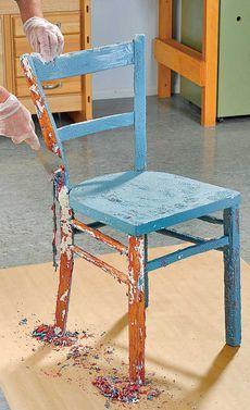 Wegschmeißen kann jeder. Statt dessen kann man alten oder kaputten Möbeln zu neuem Glanz verhelfen. Wir geben Tipps zum Abbeizen von Holzmöbeln.
