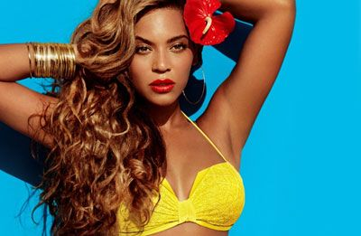 Beyoncé aparece deslumbrante (e com corpaço!) em campanha de biquíni