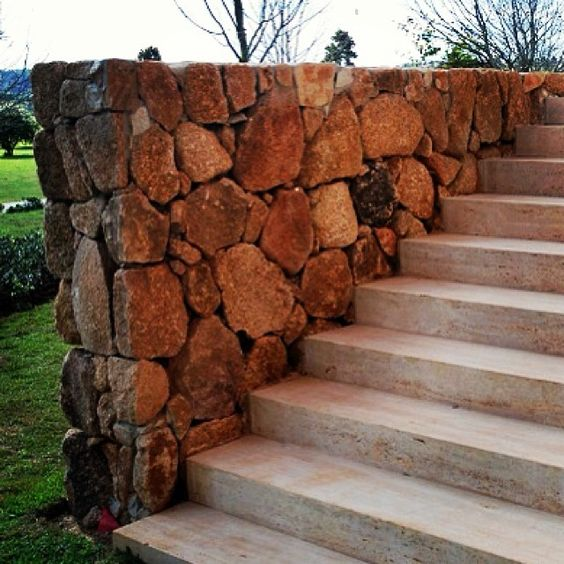 #marcostomanik #arquitetura #escada #pedrabruta #pedraaparelhada