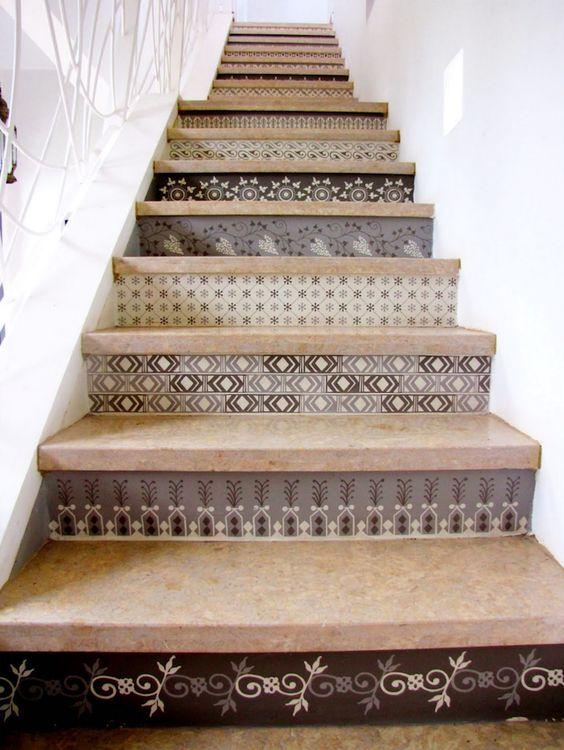 rappel du carrelage sur l'escalier de la cuisine?