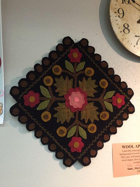 Wool wall hanging Lori Smith pattern