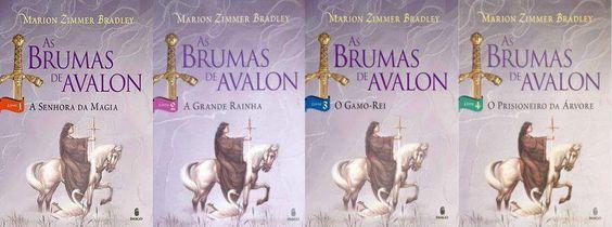 """""""As Brumas de Avalon"""" de Marion Zimmer Bradley É um livro que conta a história do Rei Artur na visão das mulheres. Na verdade é uma série de quatro livros: """"A Senhora da Magia"""", """"A Grande Rainha"""", """"O Gamo-Rei"""", e """"O Prisioneiro da Árvore""""."""