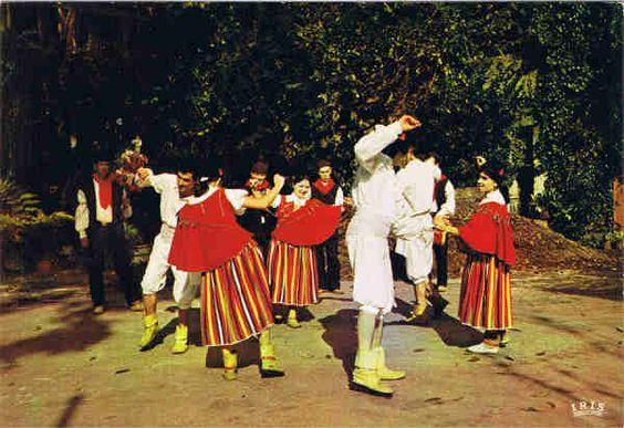 N.º MD 347 - FUNCHAL (Madeira)  Bailinho da Madeira - Ed. Francisco Ribeiro, Rua Nova de S. Pedro, 27 telef. 23930 - SD - Dim. 14,8x10,4 cm - Col. Manuel e Fátima Bóia (1975).