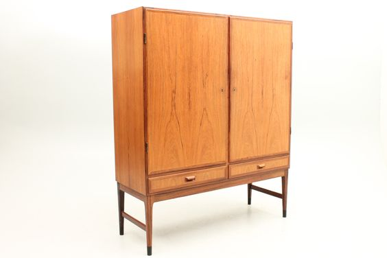 Cabinet in rosewood with two doors and two drawers below. Beautiful detail of the handle and the characteristic Møller legs. Attributed Niels Ole Møller - unknown Danish cabinet maker. www.reModern.dk