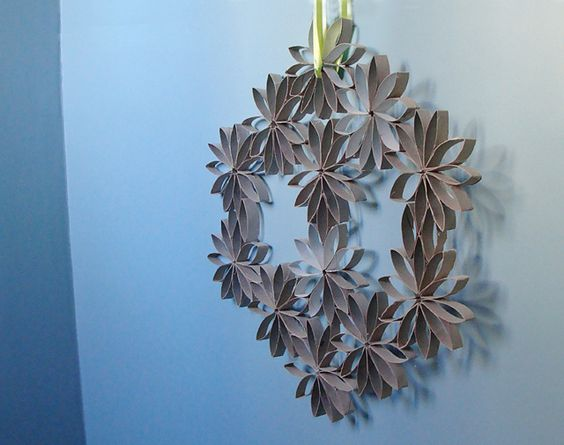 Toilet Paper Roll Wreath by all things paper, via Flickr