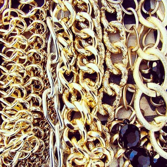 Chains, chains, chainsss. No podemos evitarlo... ¡las amamos!  #vicool #VivaLaModa #Chile #Fashion #Girly #Stylish #Bohemian #Bohemio #Bohemian #Accesorizate #Cool #Accesories #Accesorios #Mujer #Women #Fashionable #ALaModa #Moda #Estilo #Femenino #Diseño #Glamour #Handmade   Encuéntra más... www.vicool.cl