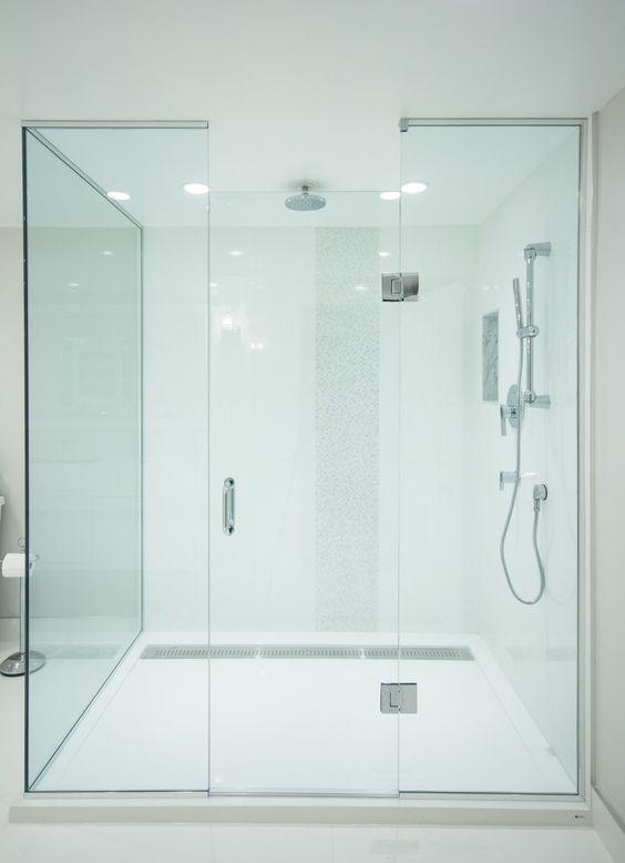 Custom Glass 6 X 4 Walk In Shower With Rain Shower Head And 1 Piece Integrated Trough Drain Syste Modern Bathroom Bathroom Design Modern Contemporary Bathrooms