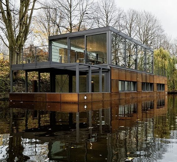 I dreamt the other night about shipping container houseboats.  Don't think this is one but WANT to build one!