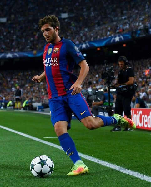 Sergi Roberto of FC Barcelona runs with the ball during the UEFA Champions League Group C match between FC Barcelona and Celtic FC at Camp Nou on September 13, 2016 in Barcelona, Catalonia.