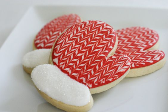 how to chevron pattern cookies: Chevron Mitten, Mitten Cookies, Mittens Cookies, Christmas Cookies Mittens, Decorated Cookies, Mitten Sugar Cookies
