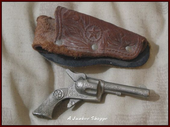 "CAP GUN Roy Rogers Miniature Tuck Away 2 1/2"" Circled Daisy Logo Leather Holster http://ajunkeeshoppe.blogspot.com/"