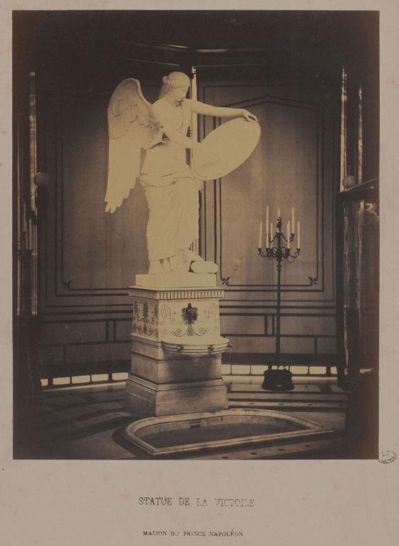 Maison pomp ienne du prince napol on 18 avenue montaigne statue de la victoire int rieur du for Maison du jardin paris