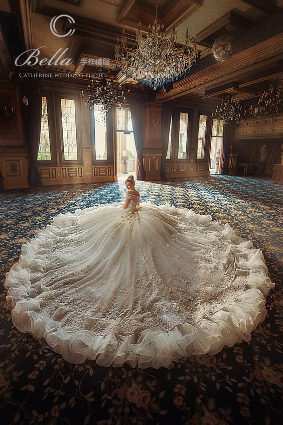 This wedding dress will make your look unforgettable