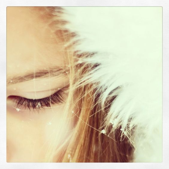 Snowflakes that stay on my nose and eyelashes ...