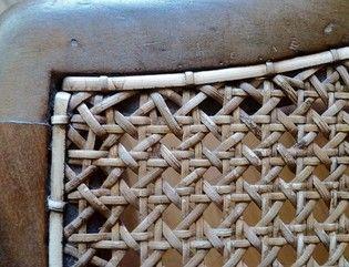 détail d'un cannage traditionnel manuel