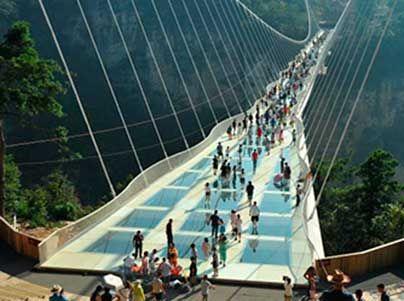 China over le pont de cristal plus alte et longe de le munde
