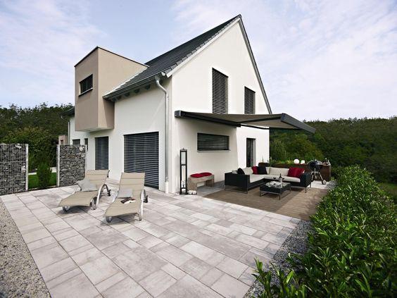 Zu jedem Stil den passenden Sonnenschutz. #Terrasse #Garten #Markise #Raffstoren #Jalousien #Einfamilienhaus