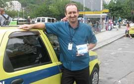 Saco para xixi ajuda a acabar com o 'aperto' nas ruas  Leia + : http://g1.globo.com/Noticias/Rio/0,,MUL858359-5606,00-SACO+PARA+XIXI+AJUDA+A+ACABAR+COM+O+APERTO+NAS+RUAS.html