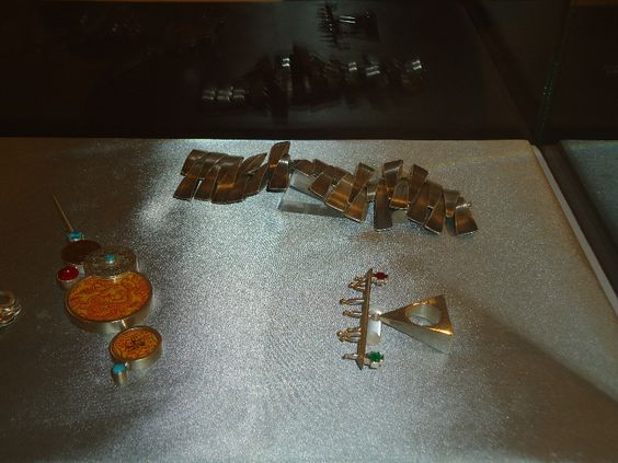 Articles of Hope, Adornments for Justice - Kulturgeschichtliches Museum » Manchester Jewellers Network