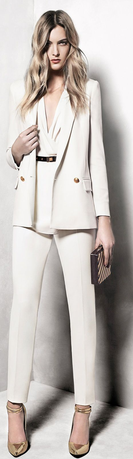 If I ever become a millionaire I will have all white suits like this. So gorgeous.