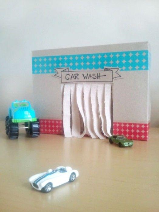 Maak van een oude doos een autowasserij.Veel plezier met knutselen. Tip voor ouders en kinderen van Speelgoedbank Amsterdam voor budget / goedkoop knutselen