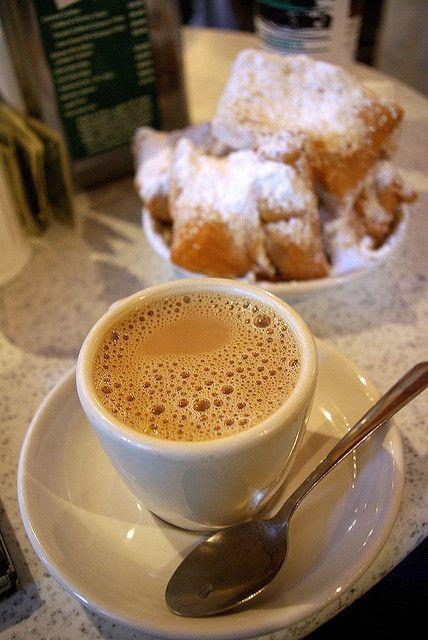 cafe au lait and beignets at Cafe du Monde, New Orleans, Louisiana #CoffeeTime