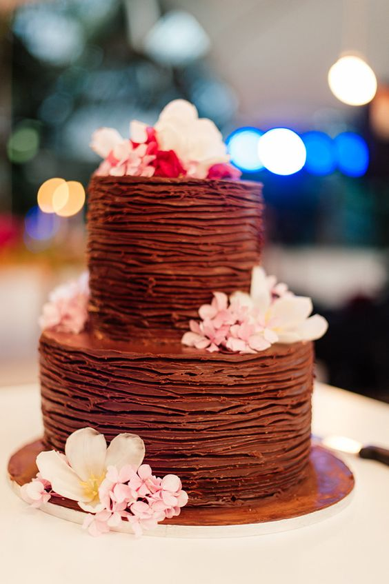 Chocolate Wedding Cakes for Fall Wedding #fallwedding