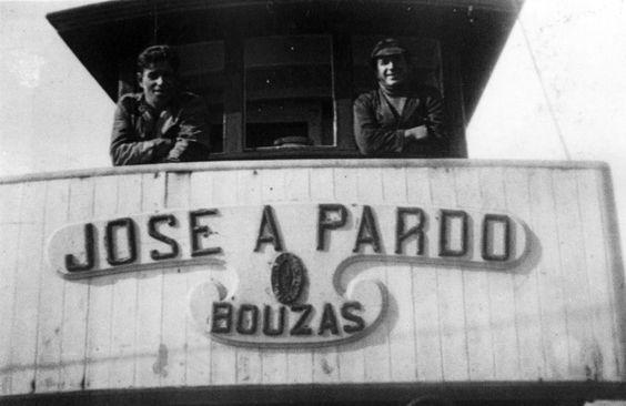 Os patróns de pesca e costa na ponte do barco José A. Pardo (Bouzas)