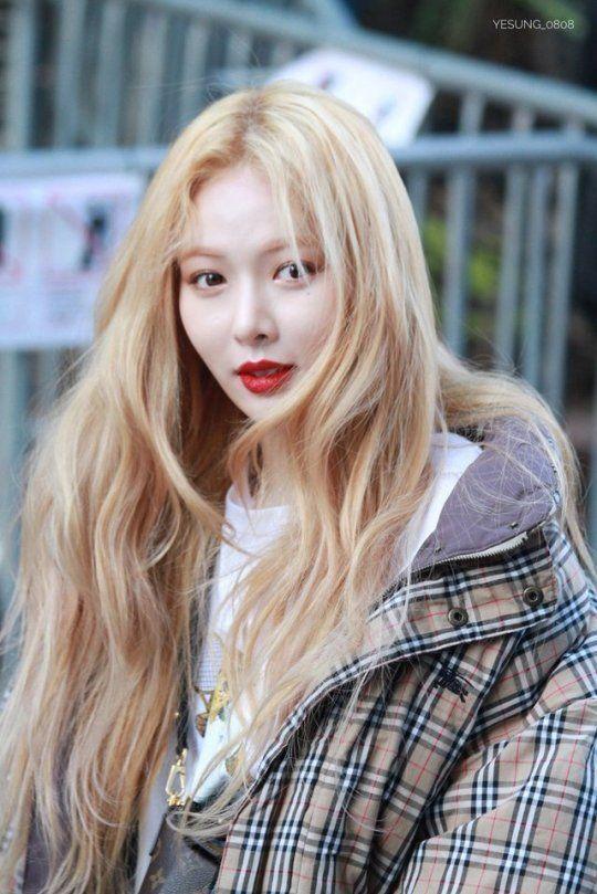 Checkered Bomber Jacket Hyuna Triple H K Fashion At Fashionchingu Blonde Asian Hyuna Fashion Hyuna Kim