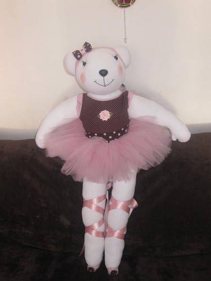 Linda ursa bailarina, confeccionada artesanalmente.  Confeccionamos em outras cores e tamanhos.  ** Consultar o prazo de produção** R$ 130,00