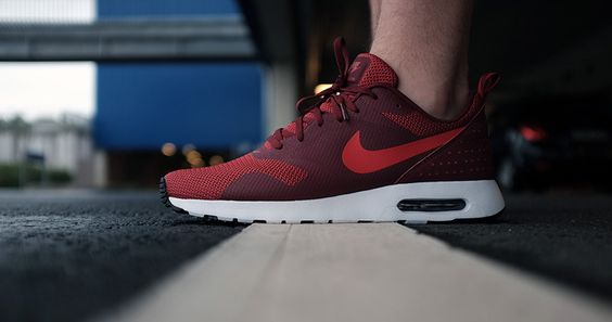 Air Max Tavas Footlocker Rouge