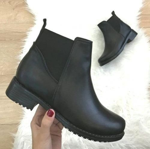 Trendy ankle boots in black | Cute
