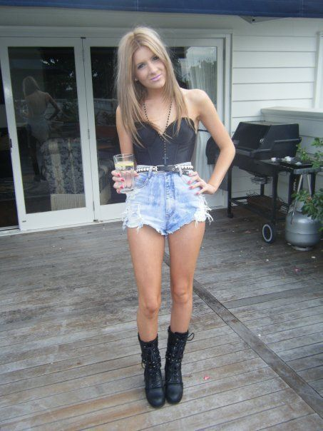 Ripped shorts, High waist and Combat boots on Pinterest
