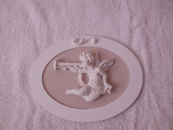 Quadro provençal com tecido xadrez em bege.  Anjo em resina  sobre o tecido.  Peça que pode ser feita em outros tecidos. R$ 38,00