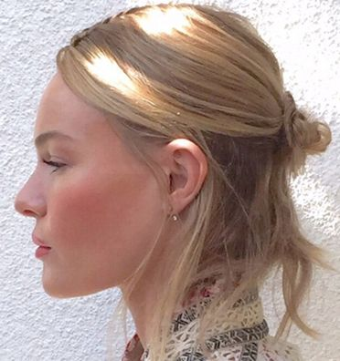 Creating a mood board for each season of what you want is not a bad idea, BAZAAR's  digital beauty editor did just that for you: Kate Bosworth's Messy  Half-Bun